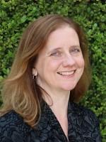 Headshot of Kristen Hanlon